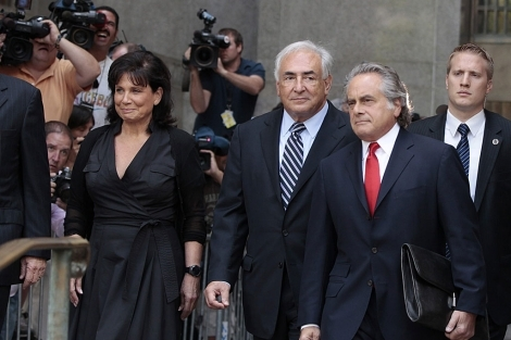 Caso dominique strauss-kahn: el juez deja en libertad a dsk tras retirar los cargos por agresión sexual