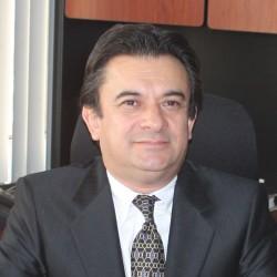Carlos Esquivel Colchado abogado
